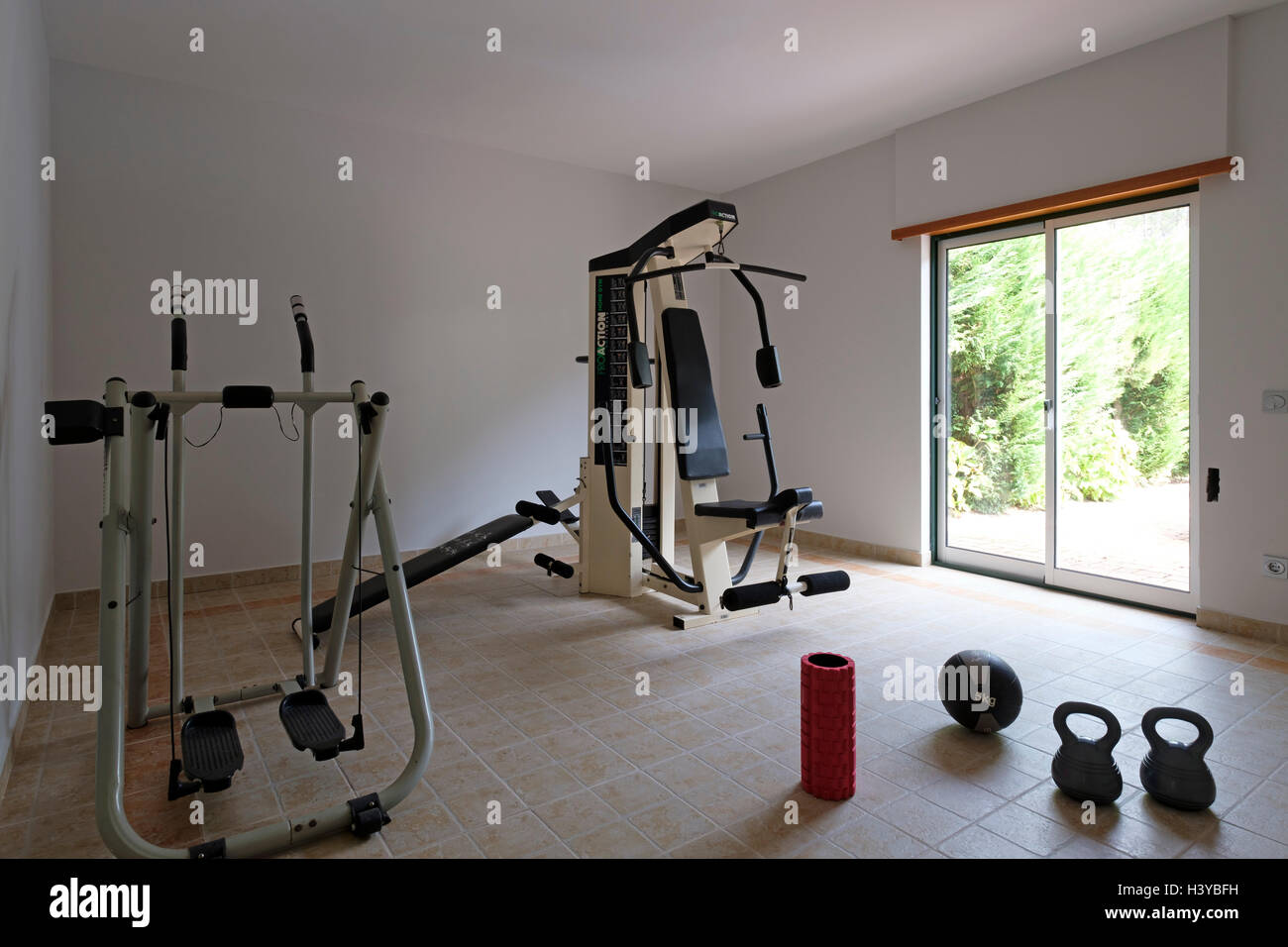 Aparatos Fitness Para Casa Exercise Machines And Kettlebells On A Home Gym Stock