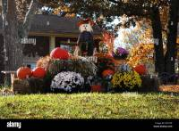 Outdoor Fall Decorations With Hay Pumpkin hay balelove the ...