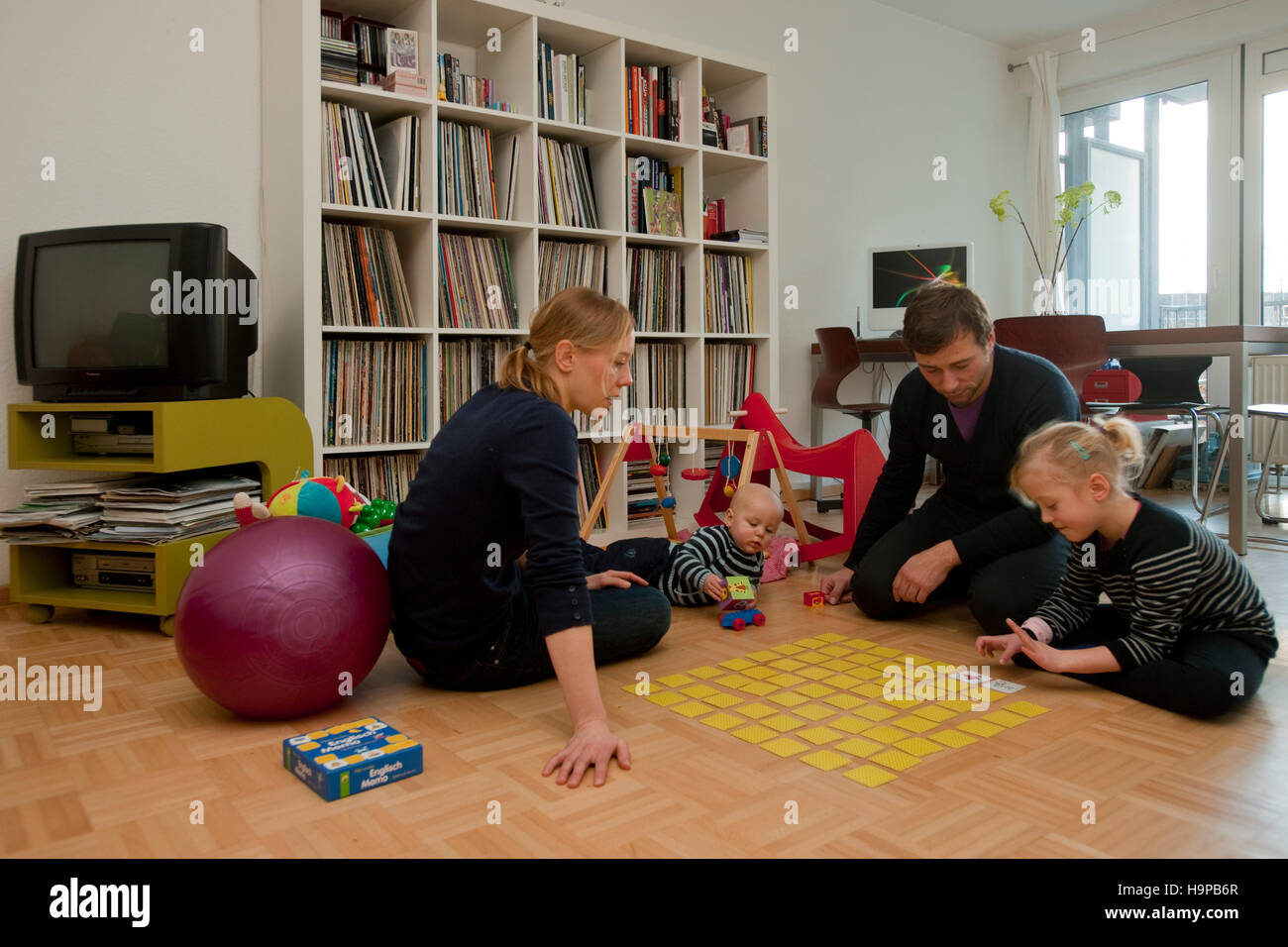 Kinder Im Wohnzimmer Kindern Stock Photos And Kindern Stock Images Alamy