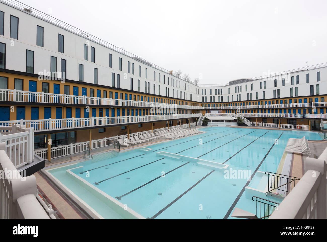 Hotel Molitor Piscine Piscine Molitor Stock Photo 132670925 Alamy