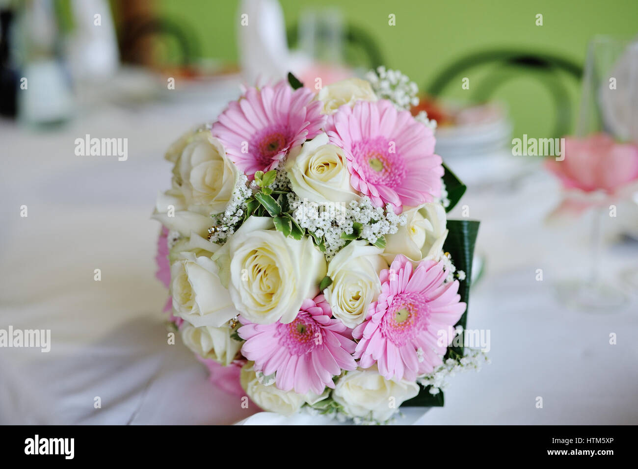 Hochzeitsstrauß Rosen Rosa Wedding Bouquet With White Roses And Pink Gerberas Stock