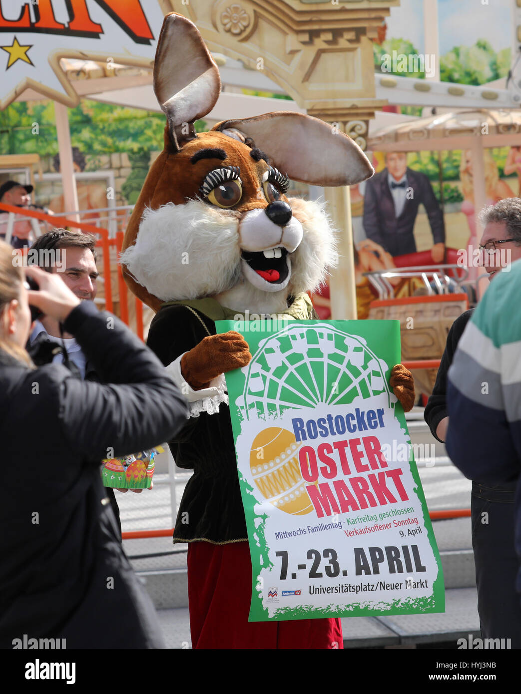 Verkaufsoffener Sonntag Rostock Rostock Germany 4th Apr 2017 An Easter Bunny Figure Advertises