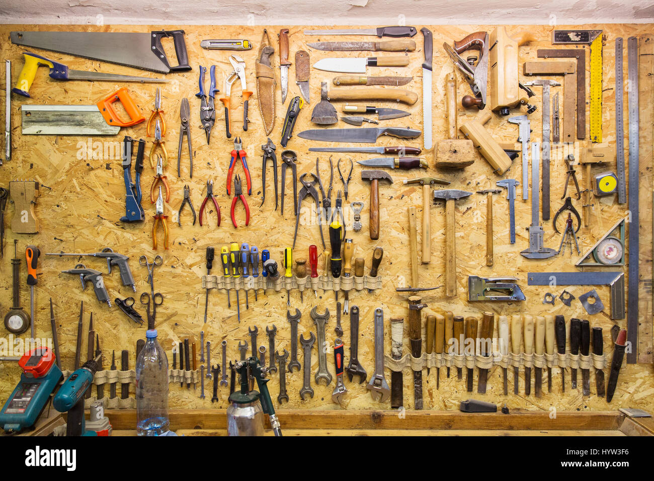 Schreinerei Clipart Work Tools Hanging On Wall At Workshop Stock Photo