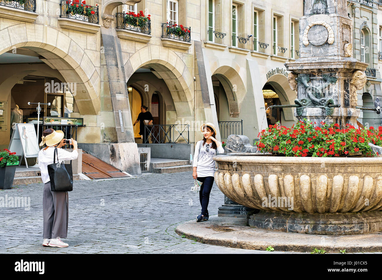 Asia Küche Berne Bern, Switzerland - August 31, 2016: Asian Female Tourists
