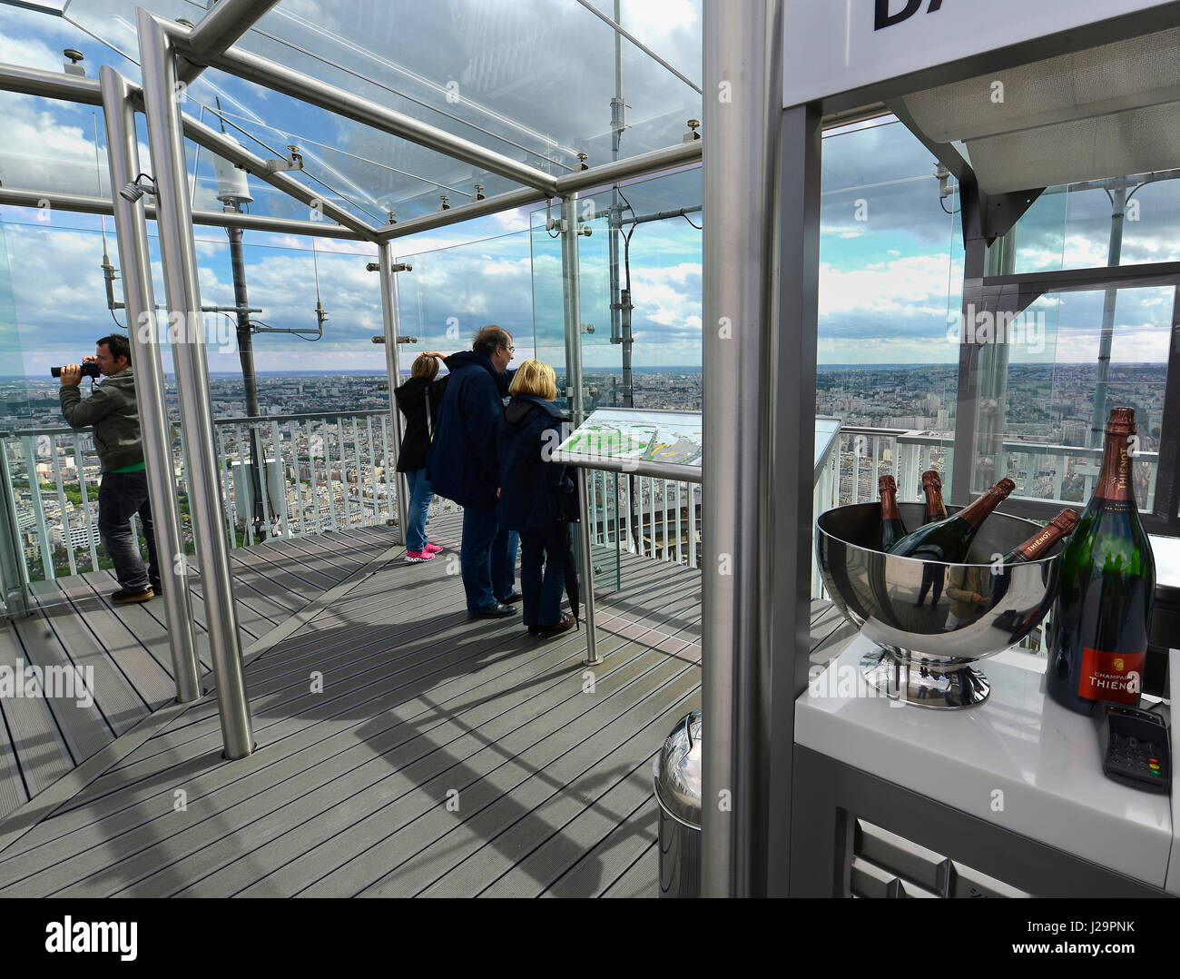 Bar Terrasse Montparnasse Paris Tower Bar Stock Photos Paris Tower Bar Stock Images Alamy