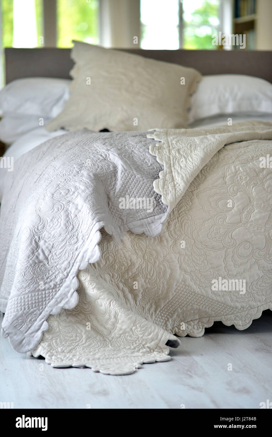 Tagesdecke Modern Brown Bedspread Stock Photos Brown Bedspread Stock Images Alamy
