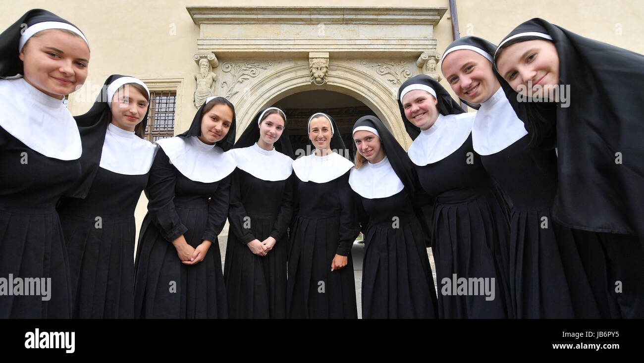 Luthers Hochzeit Wittenberg 2017 Actresses Dressed As Nuns Including Katja Koehler As Nonne