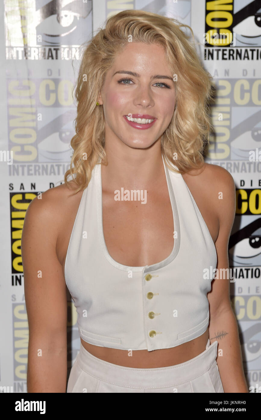 Bett Comic Emily Bett Rickards Attends The Arrow Press Line During Comic