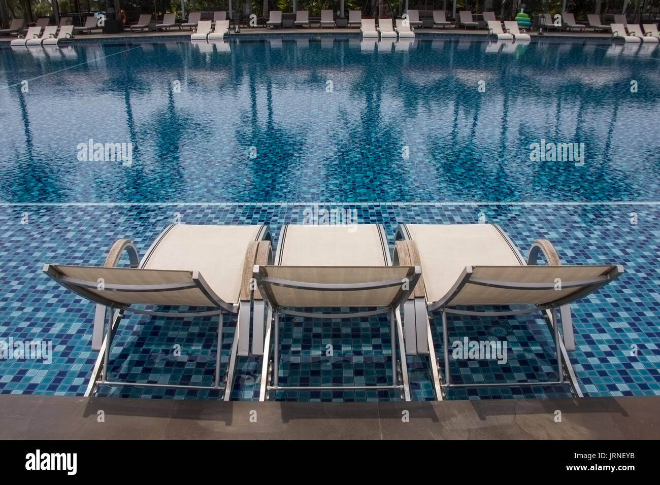 Luxus Outdoor Pool Luxury Swimming Pool And Blue Water At The Resort With
