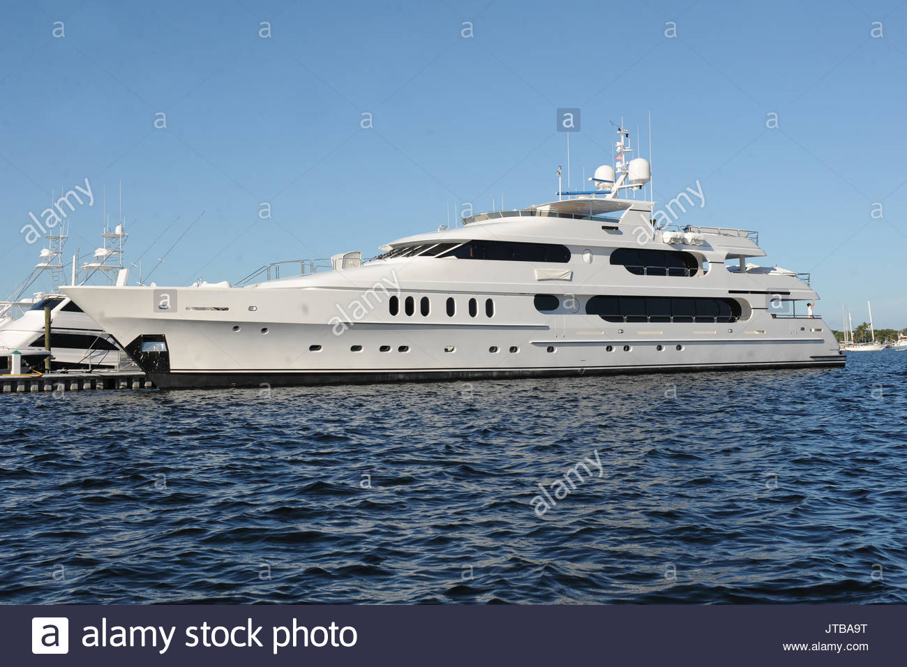 tiger woods yacht privacy cost