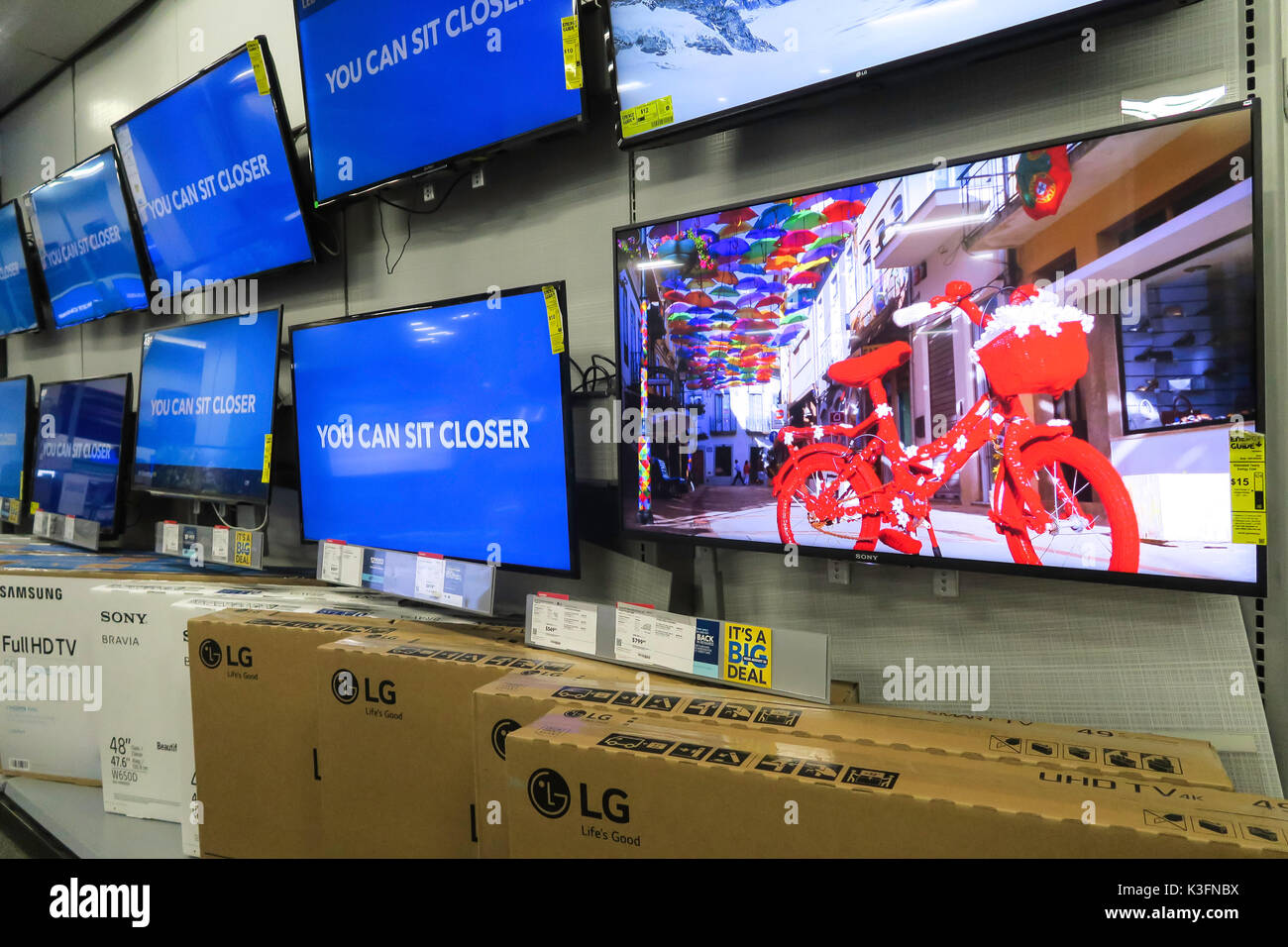 Usa Buy Best Buy Electronics Store Nyc Usa Stock Photo 157083358 Alamy