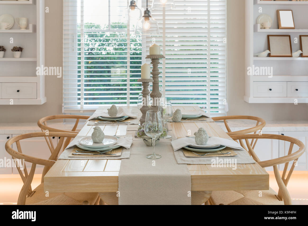 Antike Sofas Contemporary Table Set With Vintage Vase Stock Photos Table Set With Vintage