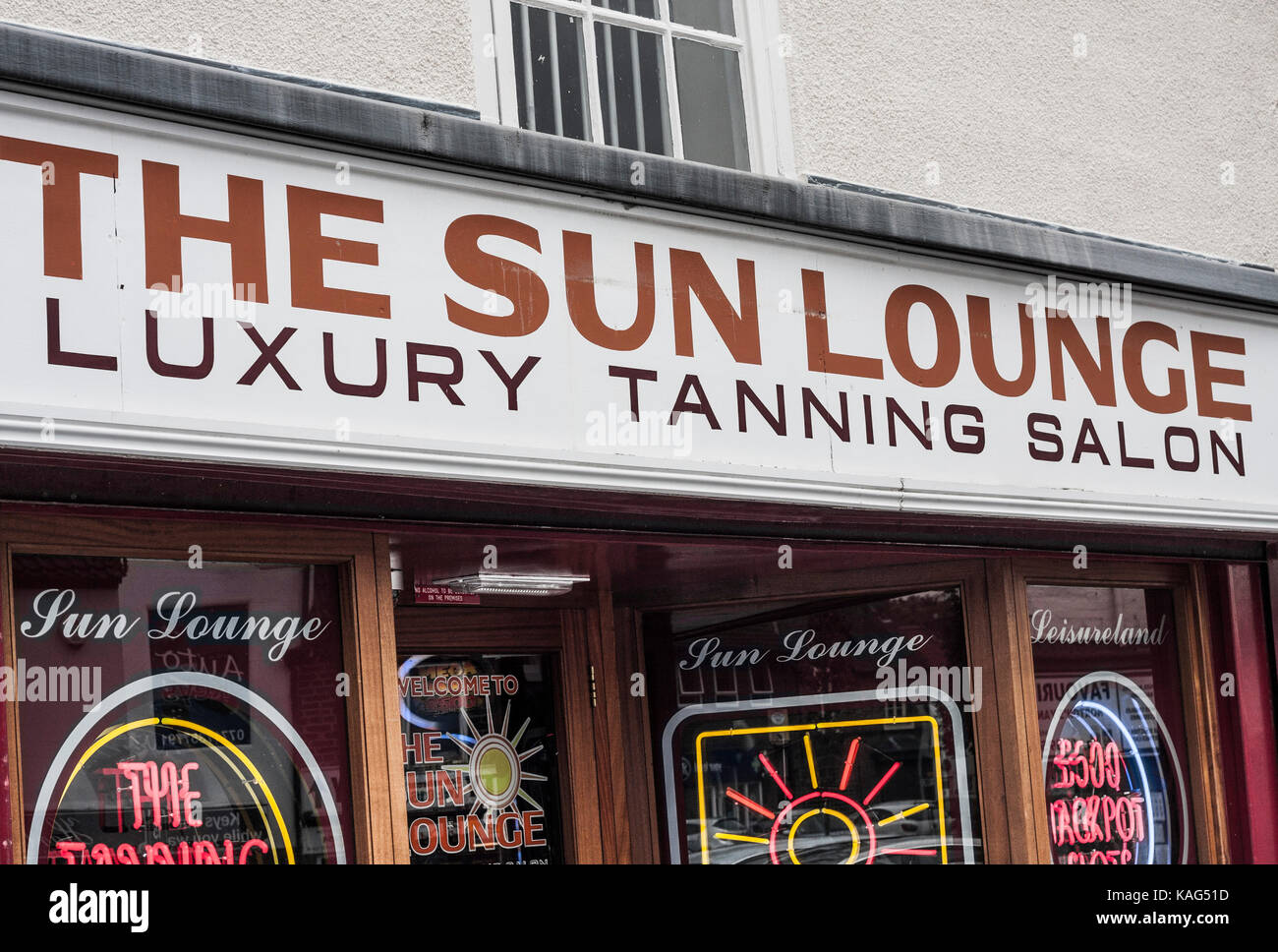 Tanning Beds Sydney Tanning Sign Stock Photos Tanning Sign Stock Images Alamy