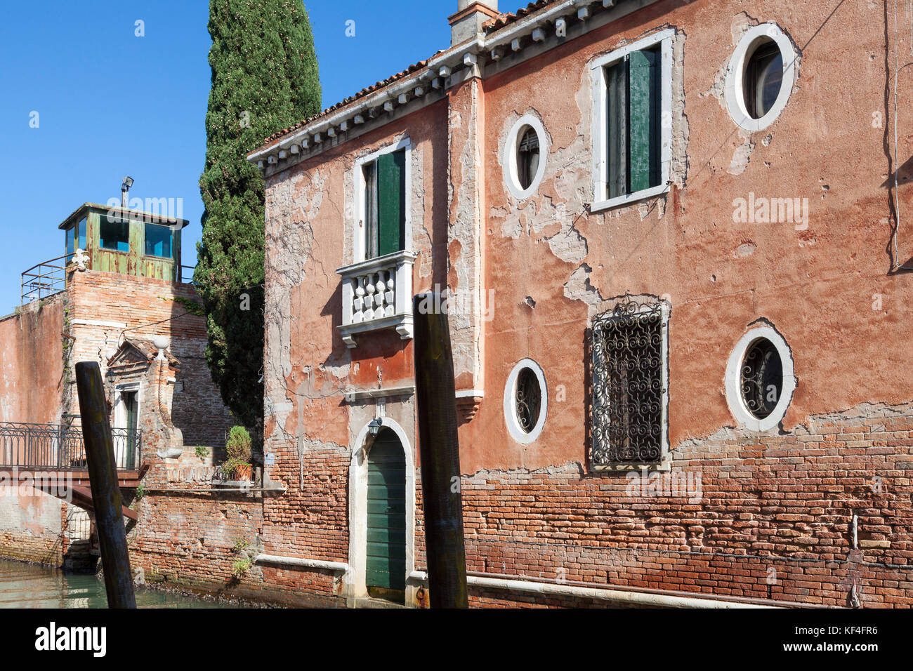 Cana Windows Architectural Detail Of An Ancient House Giudecca Venice Italy