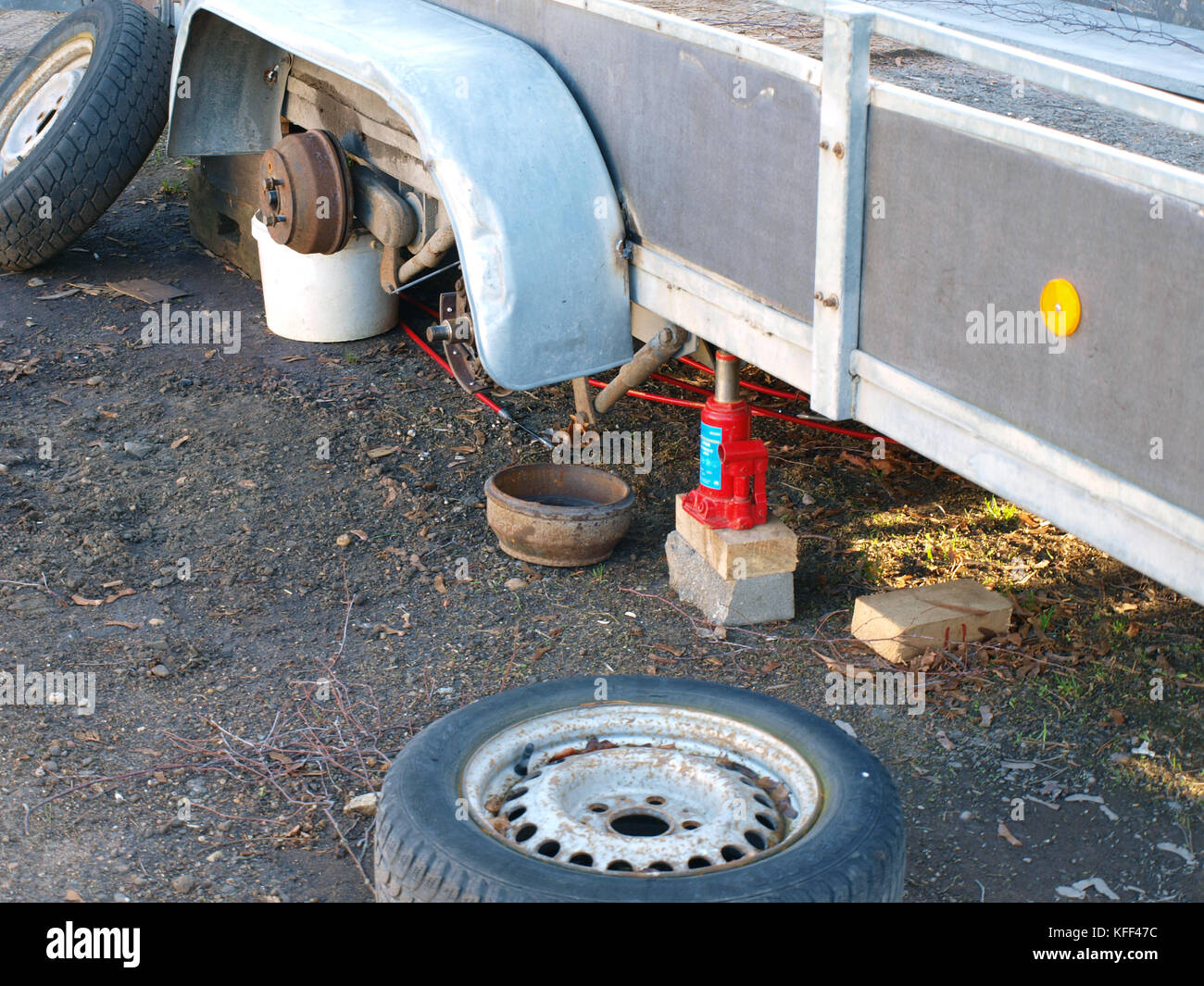 Outdoor Anhänger Trailer Repairing Outdoor On The Ground Without Wheels