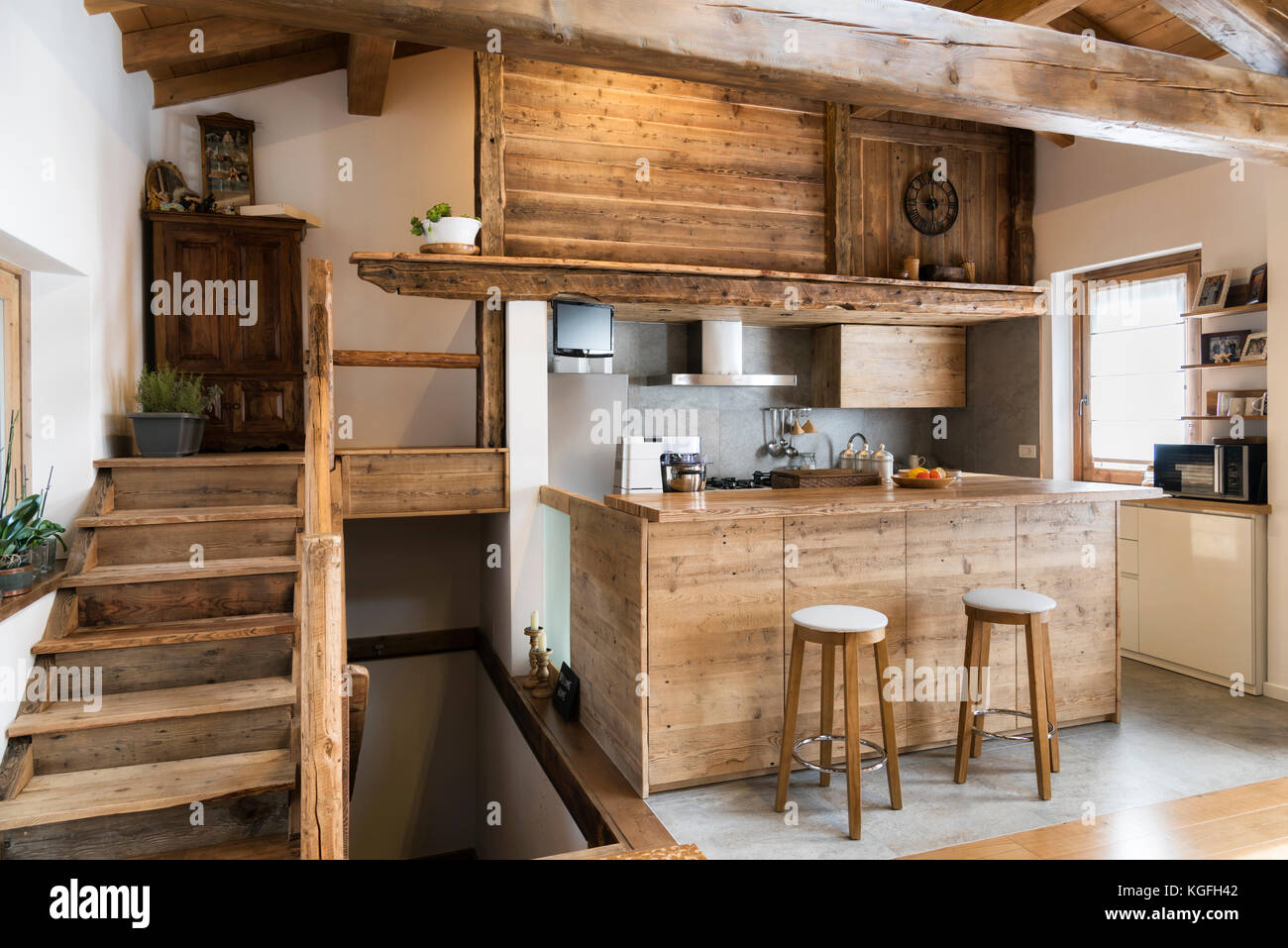 Küche Cottage Style Wood Beam Chalet Stock Photos And Wood Beam Chalet Stock