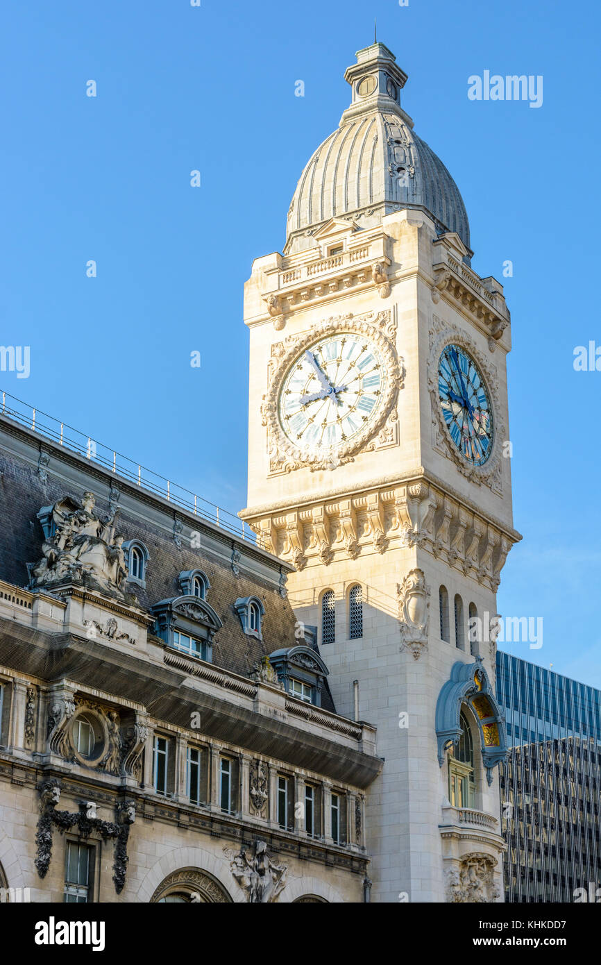 Gare De Paris The Large Clock Tower Of The Paris