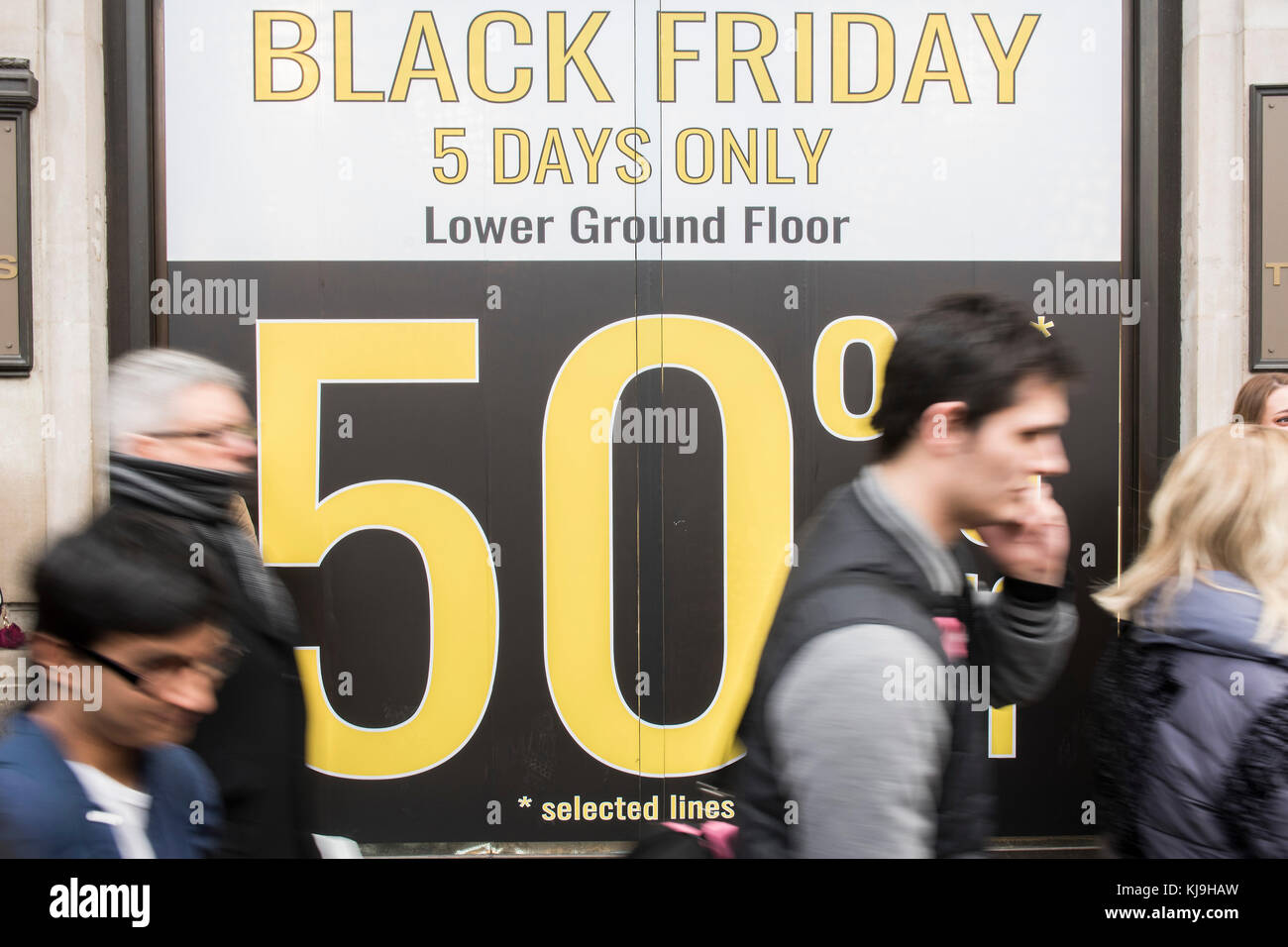 Black Friday Frankfurt 2017 Tezenis Stock Photos And Tezenis Stock Images Alamy