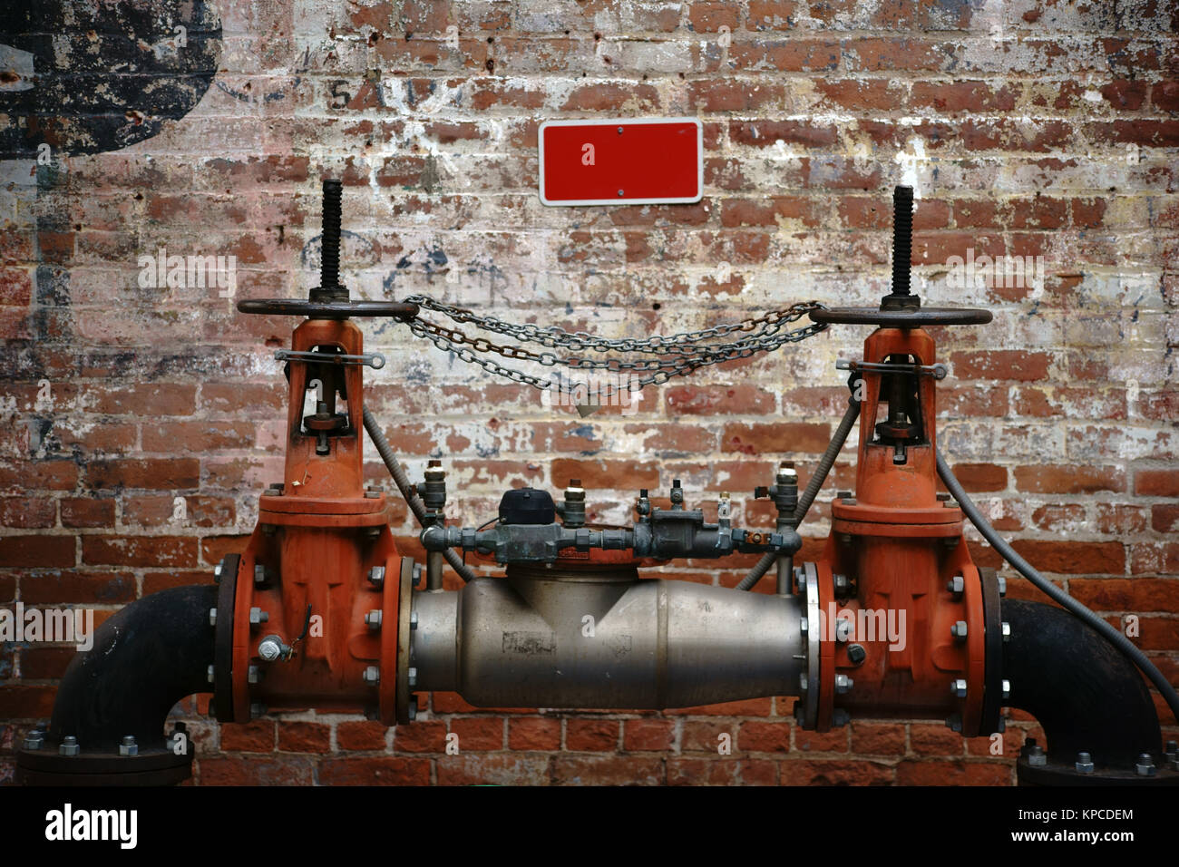 Goldene Uhr Stock Photos Goldene Uhr Stock Images Alamy Backsteinwand Stock Photos And Backsteinwand Stock Images