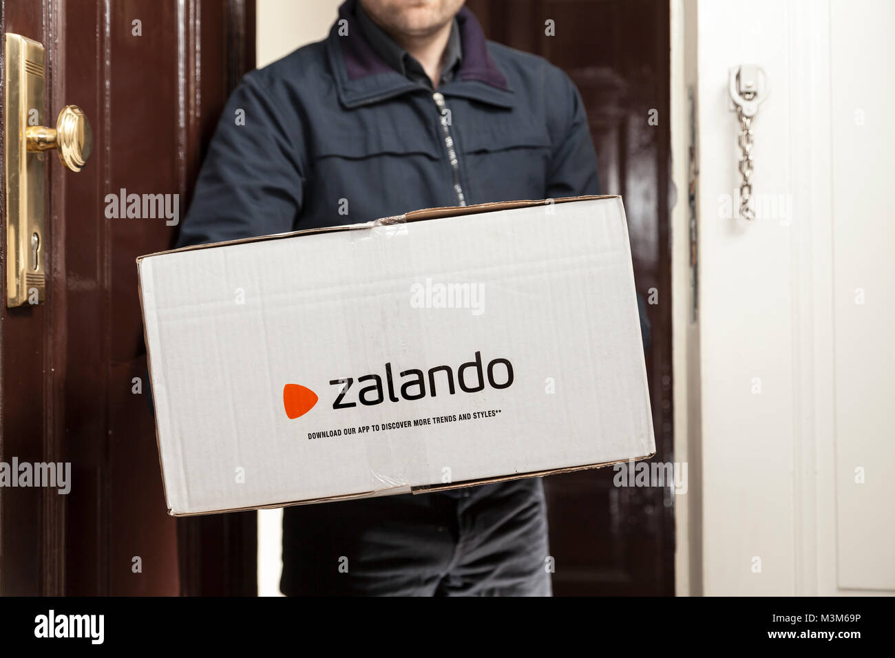 Zalando Online Bestellen Parcel Of Zalando Online Shop In Germany Stock Photo 174391666