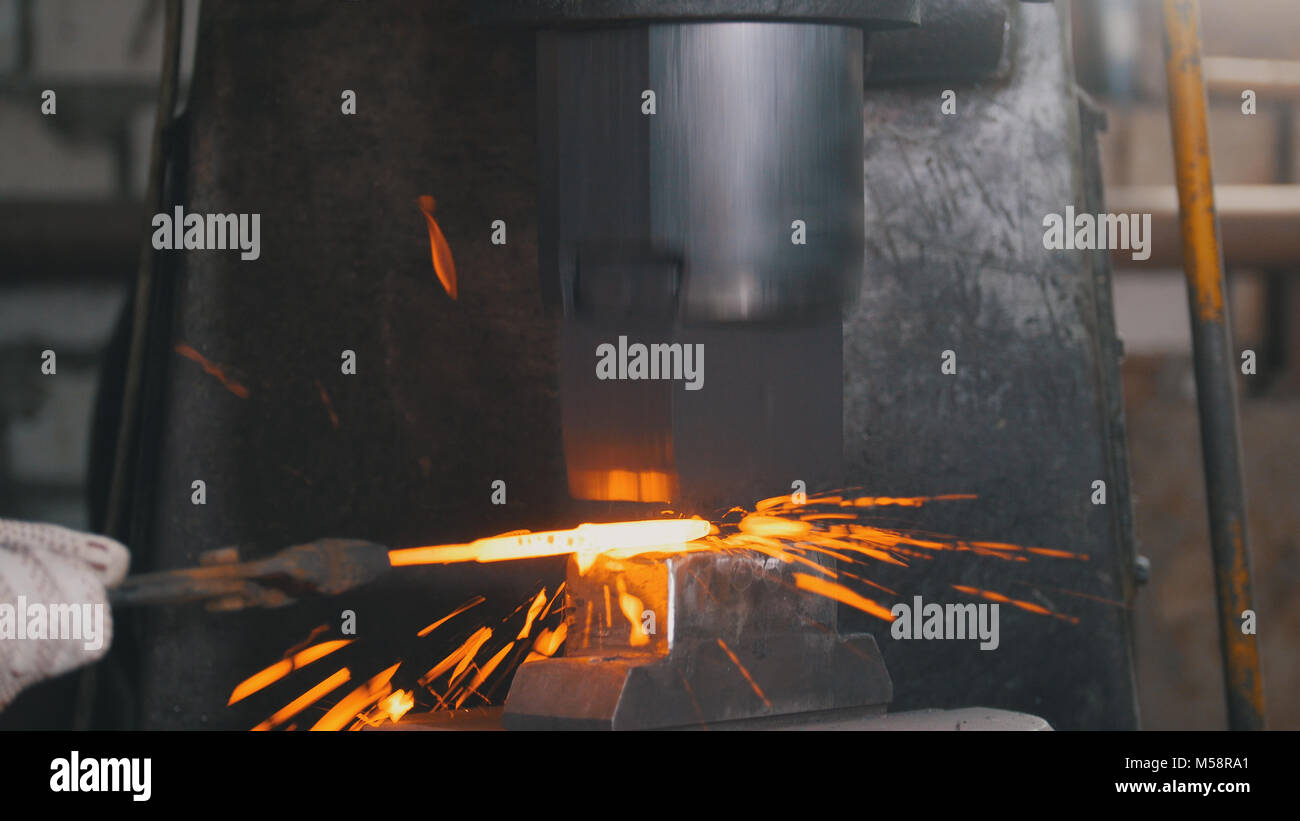 Dark And Light Forging Workbench Glow Hammer Stock Photos And Glow Hammer Stock Images Alamy