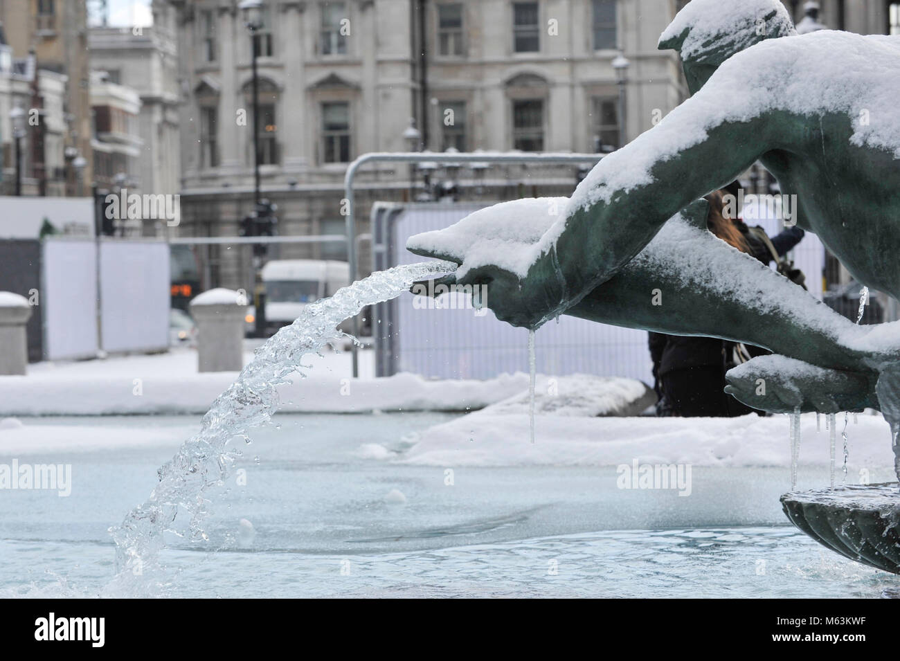 Frozen Fountain A Frozen Fountain In Trafalgar Square Stock Photos A Frozen