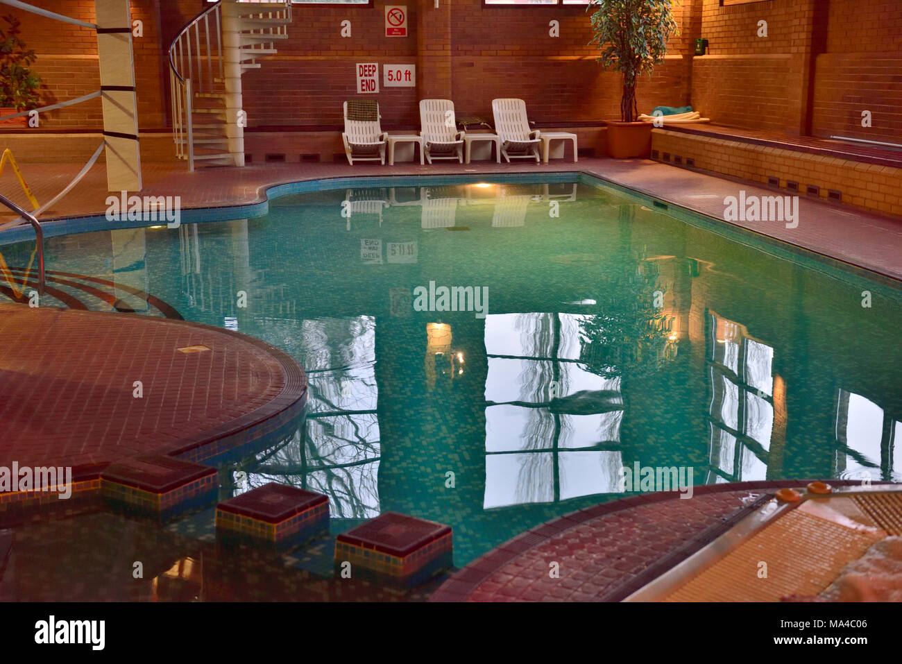Hotel Ling Bao Zwembad Hotel Pool Indoor Stock Photos And Hotel Pool Indoor Stock