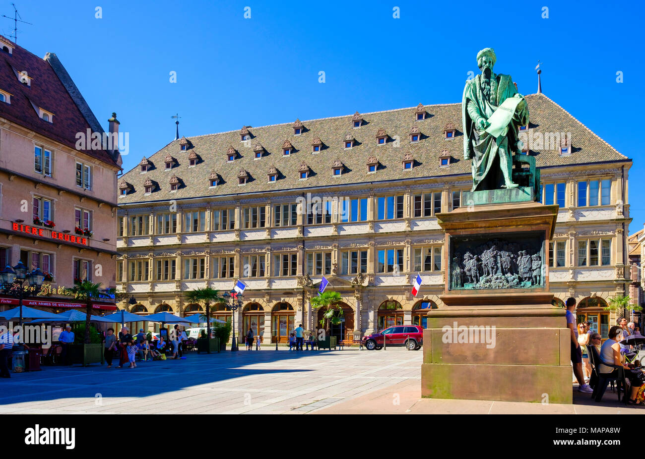 Chambre Du Commerce Strasbourg Chamber Of Commerce Building Gutenberg Statue Place Gutenberg