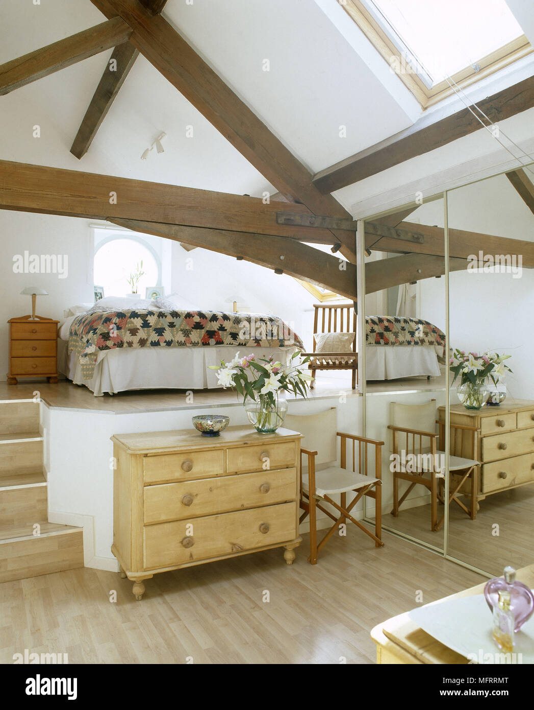 Modern Country Schlafzimmer A Modern Country Style Split Level Bedroom With Exposed Beams Bed