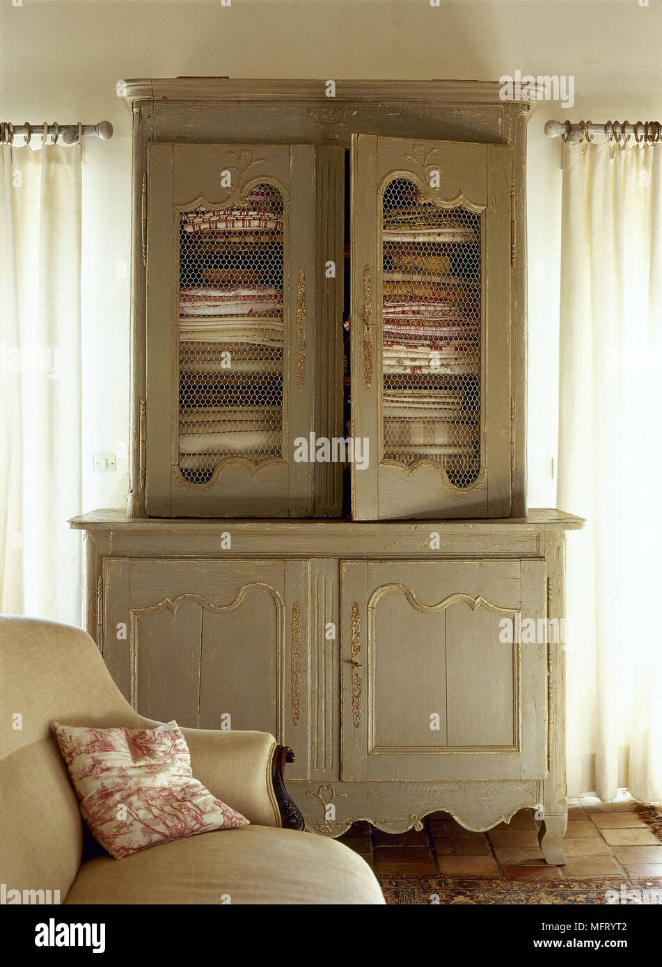Meubles Antiques France French Antiques Furniture Stock Photos French Antiques Furniture