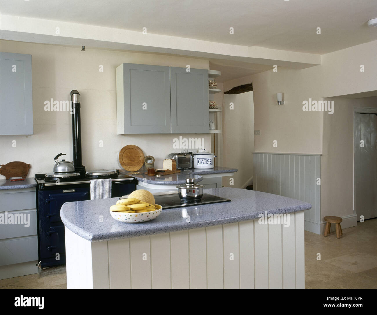 Kücheninsel Country Interiors Modern Kitchens Island Units Stock Photos Interiors