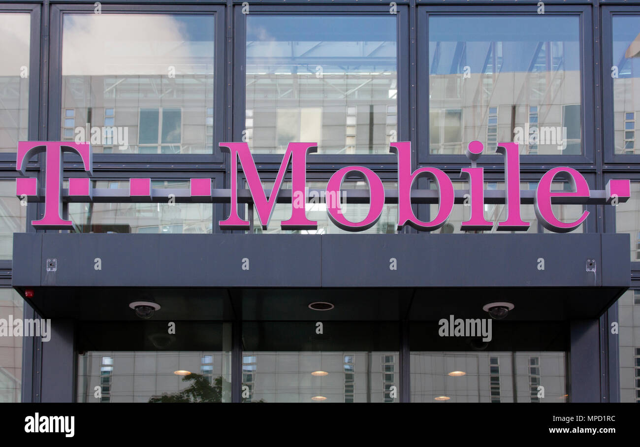 T Mobile Shop Amsterdam Amsterdam Amsterdam Netherlands July 23 2015 Facade Of A T Mobile Store In