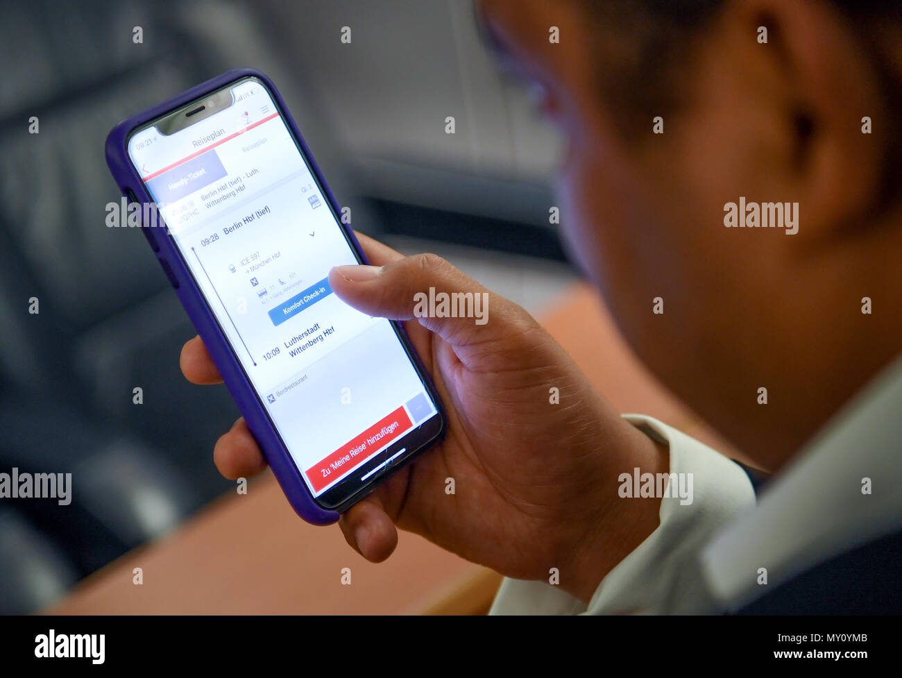 Bahn App Berlin Germany 5th June 2018 A Young Man Uses The App Of The