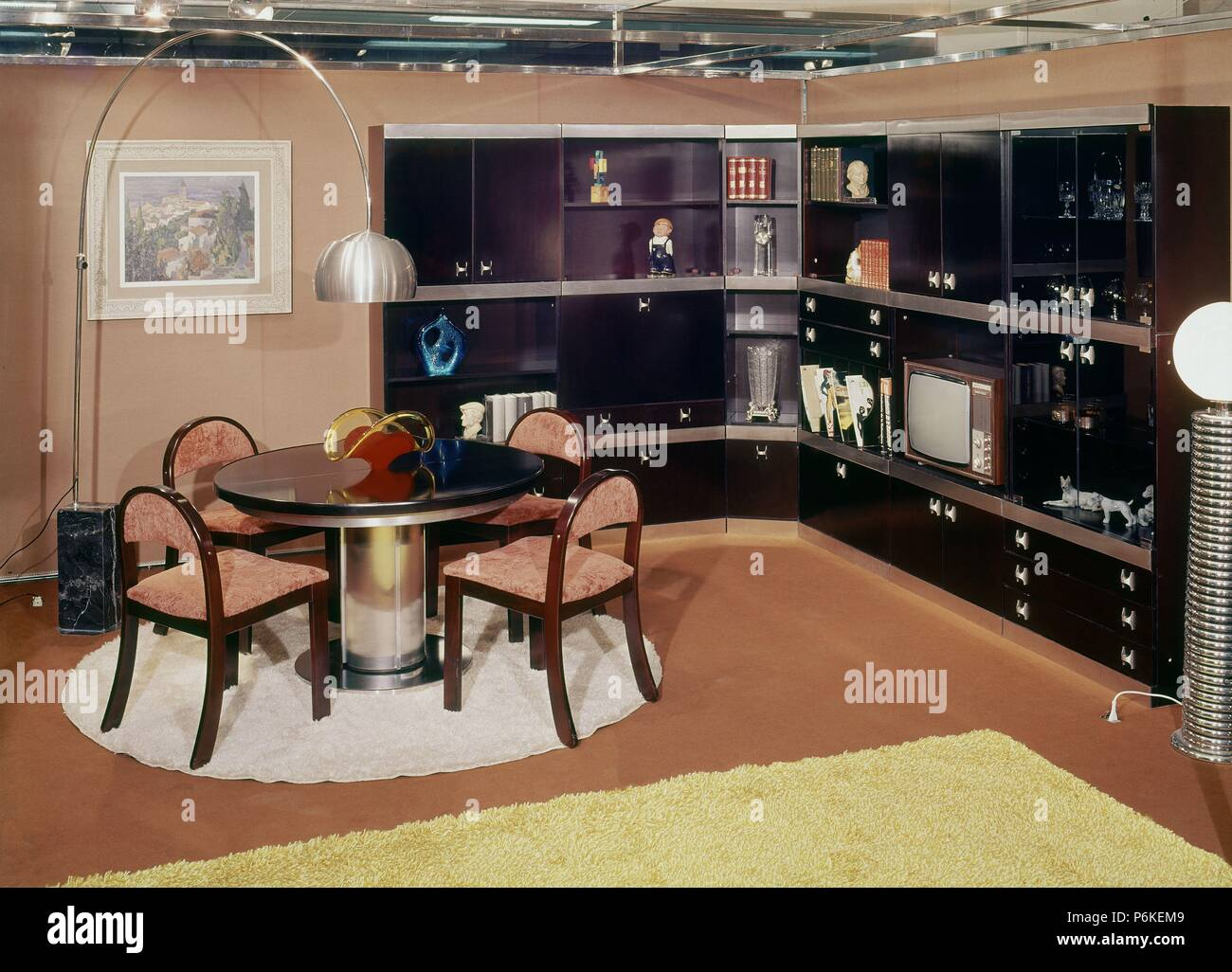 Decoracion De Un Salon Comedor Decoracion Salon Comedor AÑos 70 Stock Photo 210640985 Alamy