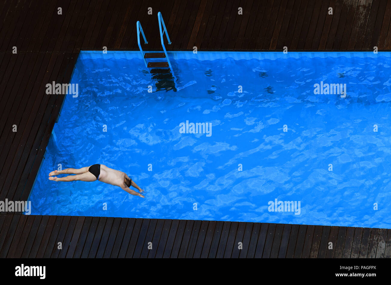 Swimming Pool Frankfurt Essen Germany 22nd July 2018 A Man Jumps Into The Works