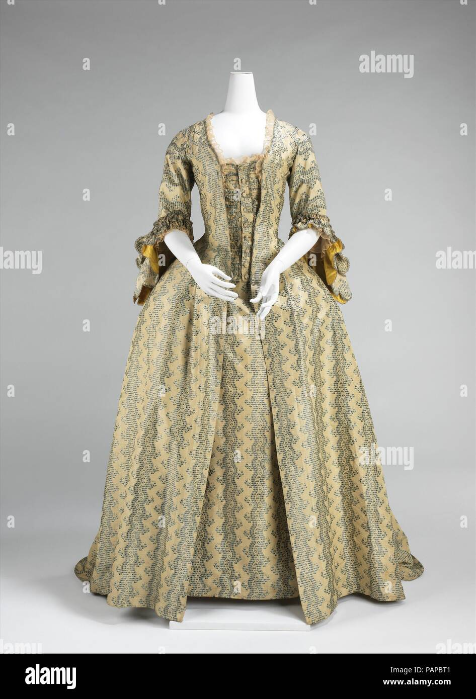 Decoration Francaise Robe à La Française Culture French Date 1760 70 Women With