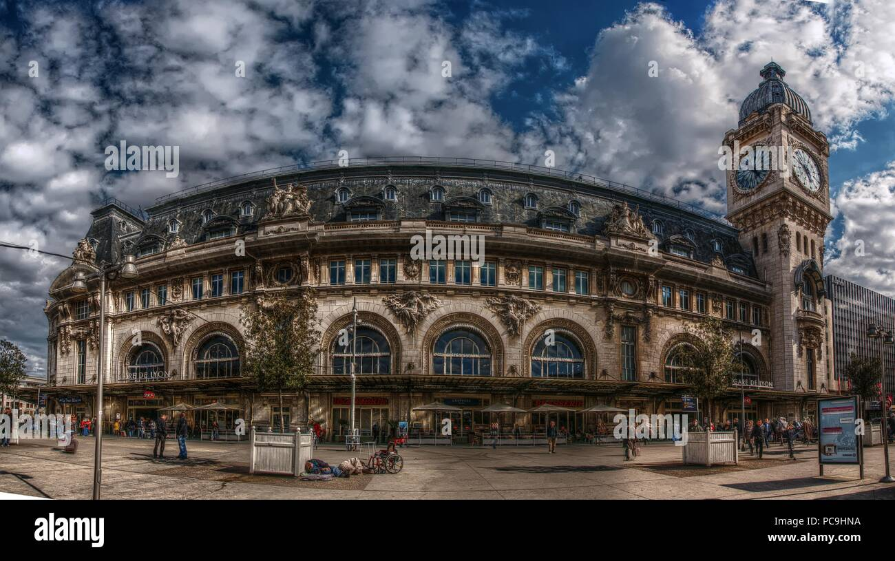 Gare De Paris Gare De Lyon Railway Station In Paris Stock Photo 214111782 Alamy