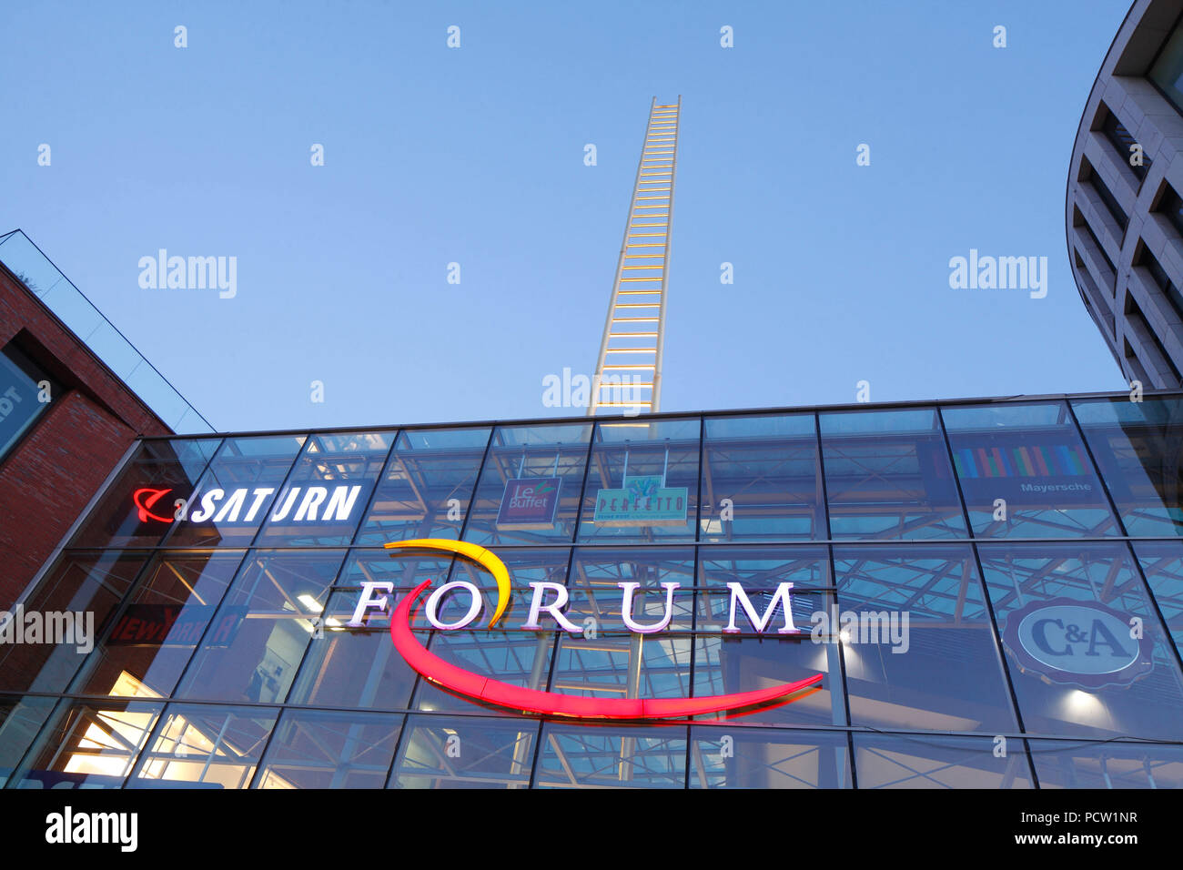 Duisburg Germany December 17 2016 Unknown People Entering And Forum Shopping Centre In Centre Stock Photos And Forum