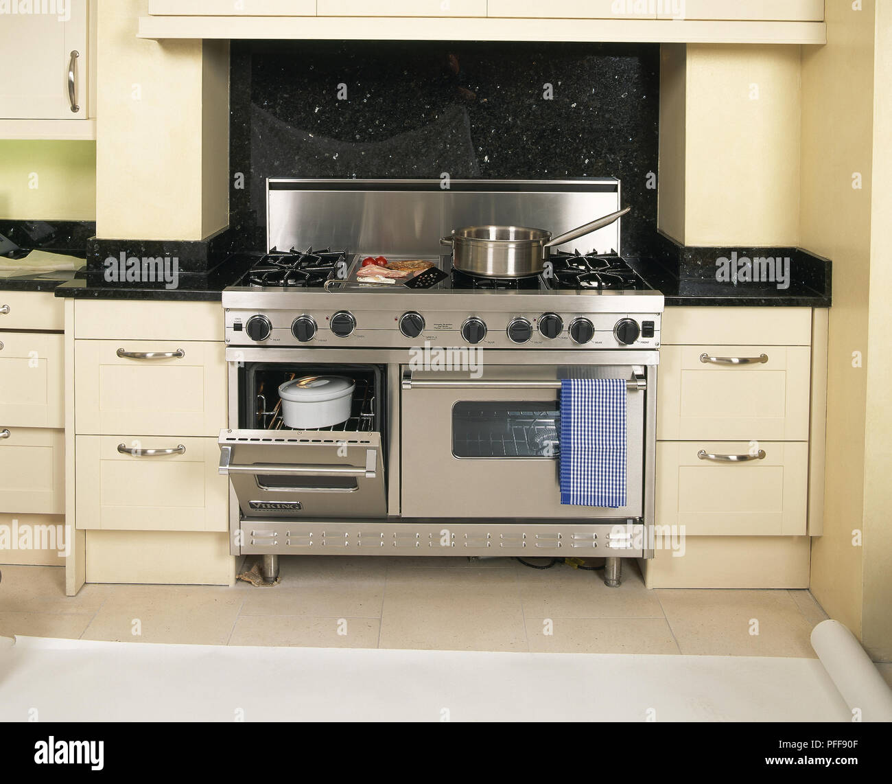Stainless Steel Splashback Freestanding Double Width Oven With Stainless Steel Splashback And