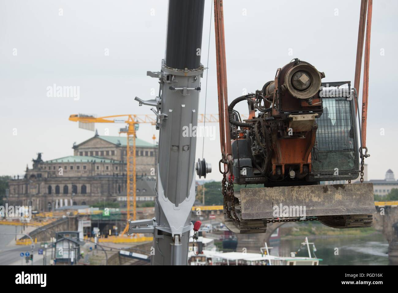 Terrasse Opera Dresden Germany 25th Aug 2018 A Construction Machine Is Lifted