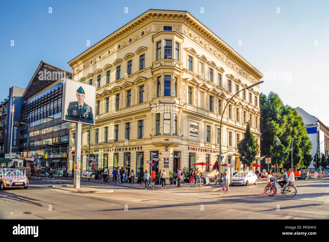 Zimmer In Berlin Near Checkpoint Charlie The Einstein Cafe On The Corner Of