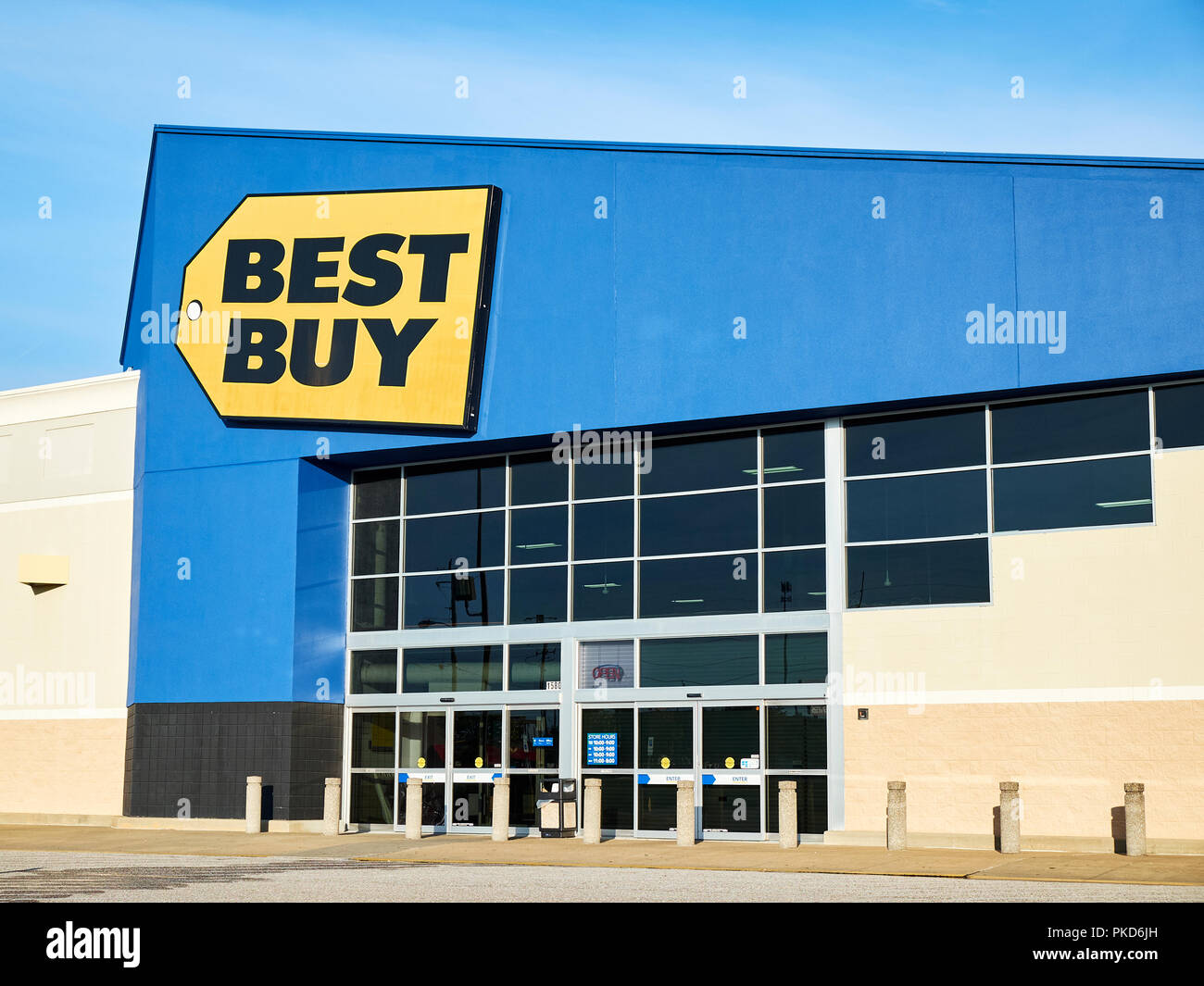 Usa Buy Best Buy Front Exterior Entrance To The Consumer Electronics Big