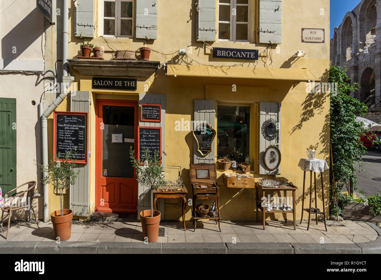 Open The Door Salon De Provence Rue Voltaire Stock Photos And Rue Voltaire Stock Images Alamy