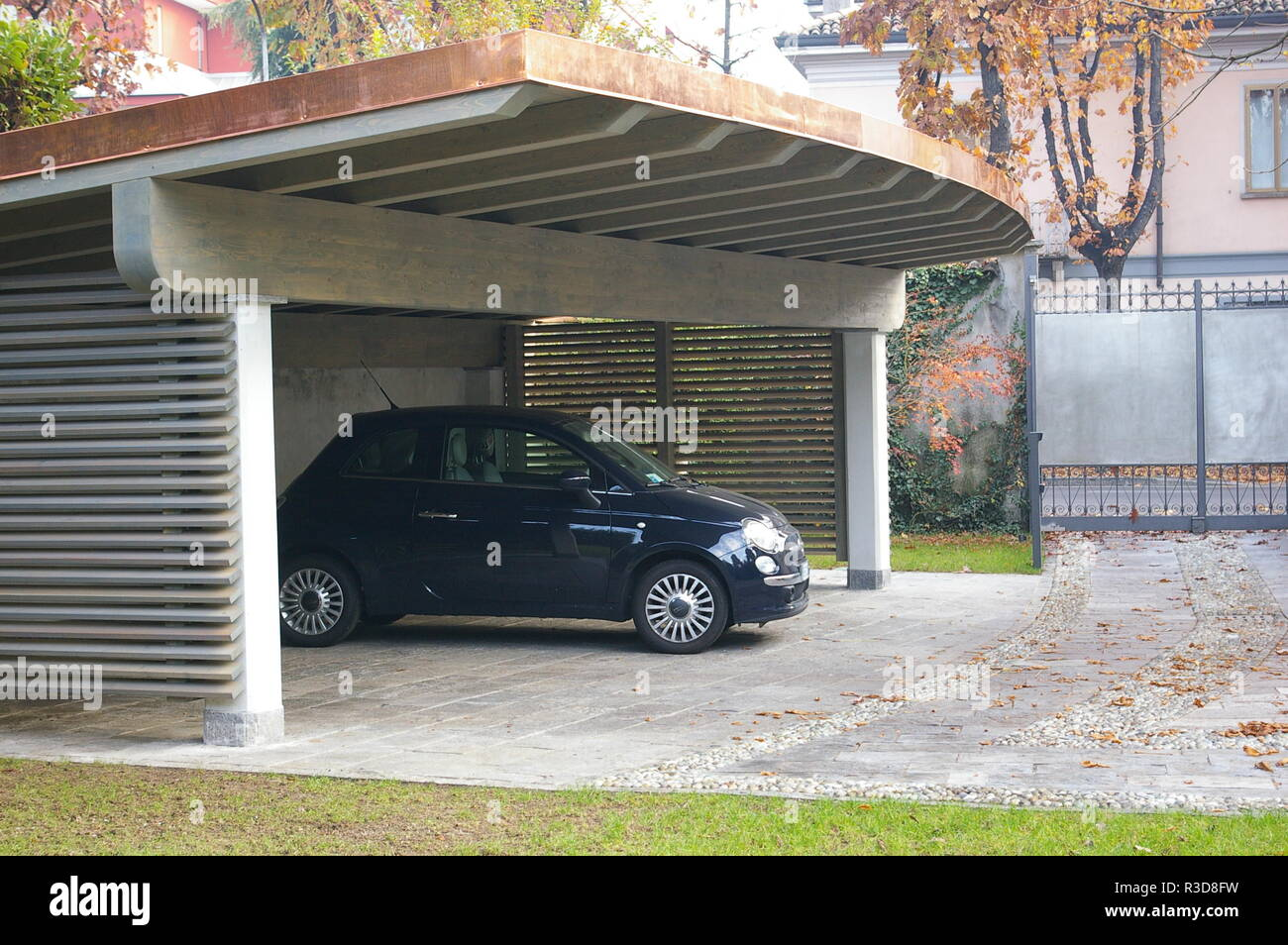 Karpot Luxury Carport In Curved Shape Stock Photo - Alamy