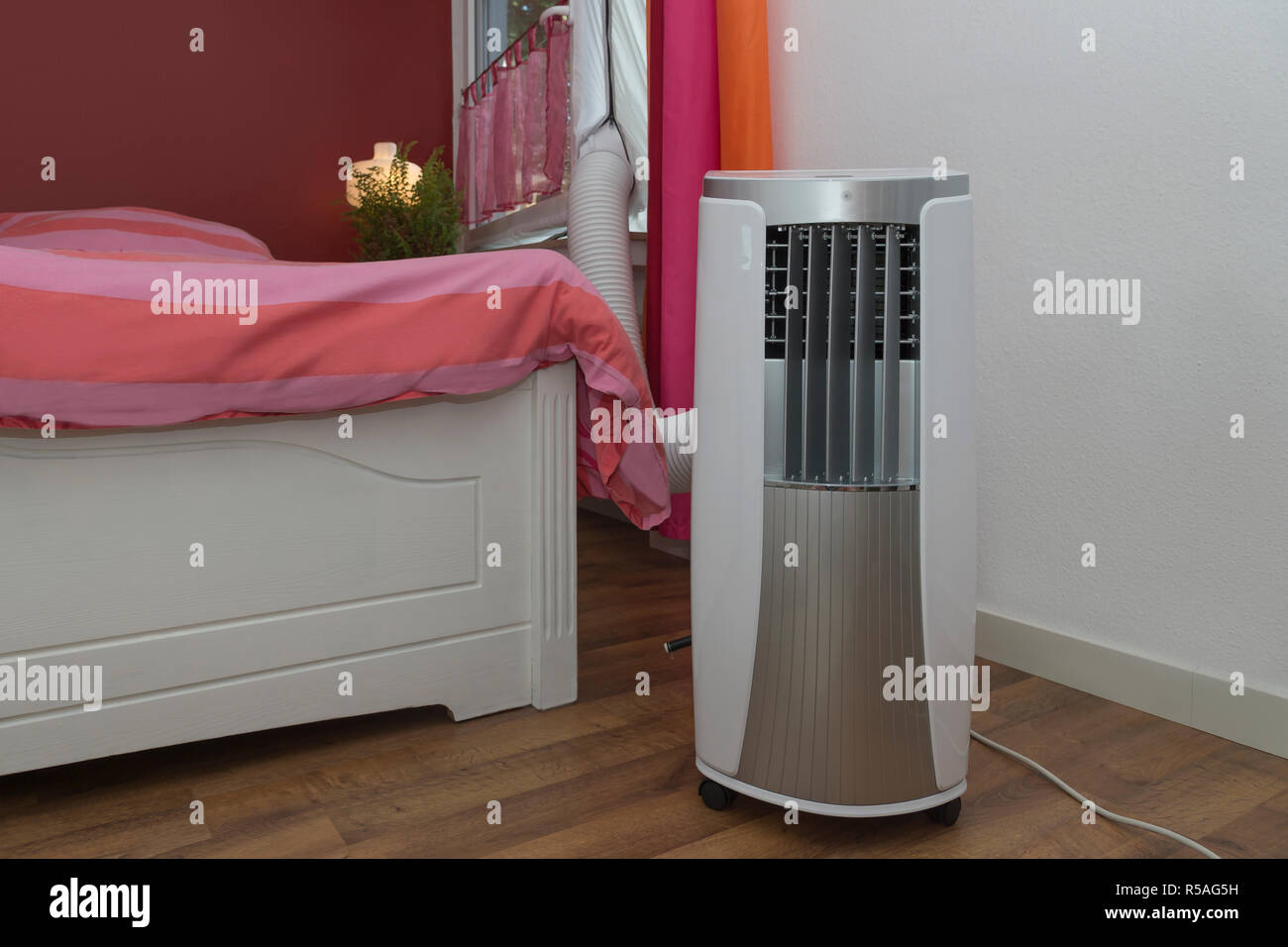 Mobile Klimaanlage Mobile Air Conditioning Cools The Bedroom Stock Photo 227040285