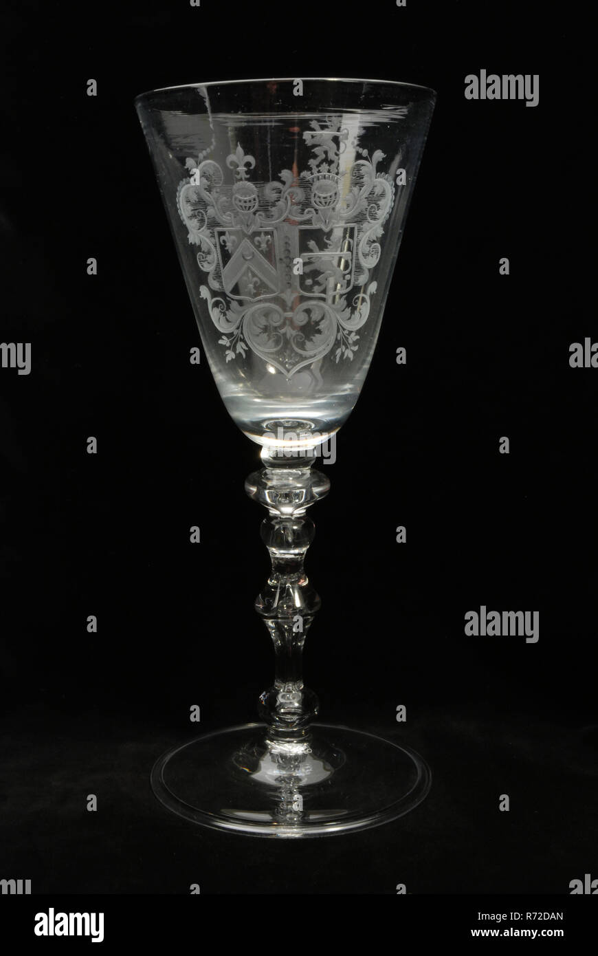 Flat Bottom Stem Wine Glasses Goblet Wineglass With Two Alliance Weapons Baelde And Van