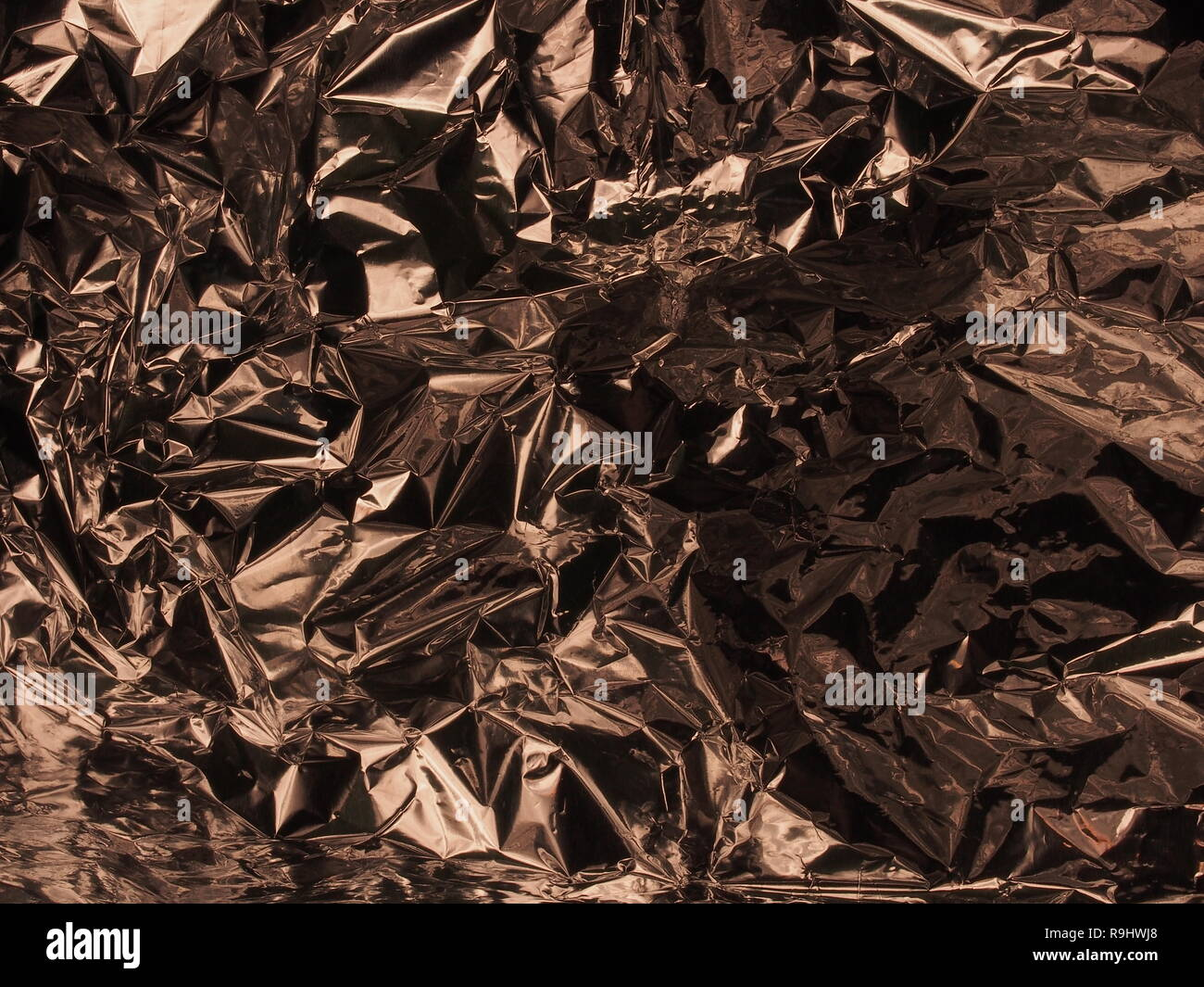 Lüster A Surface With Many Faces Silver Metallic Luster Crumpled Foil