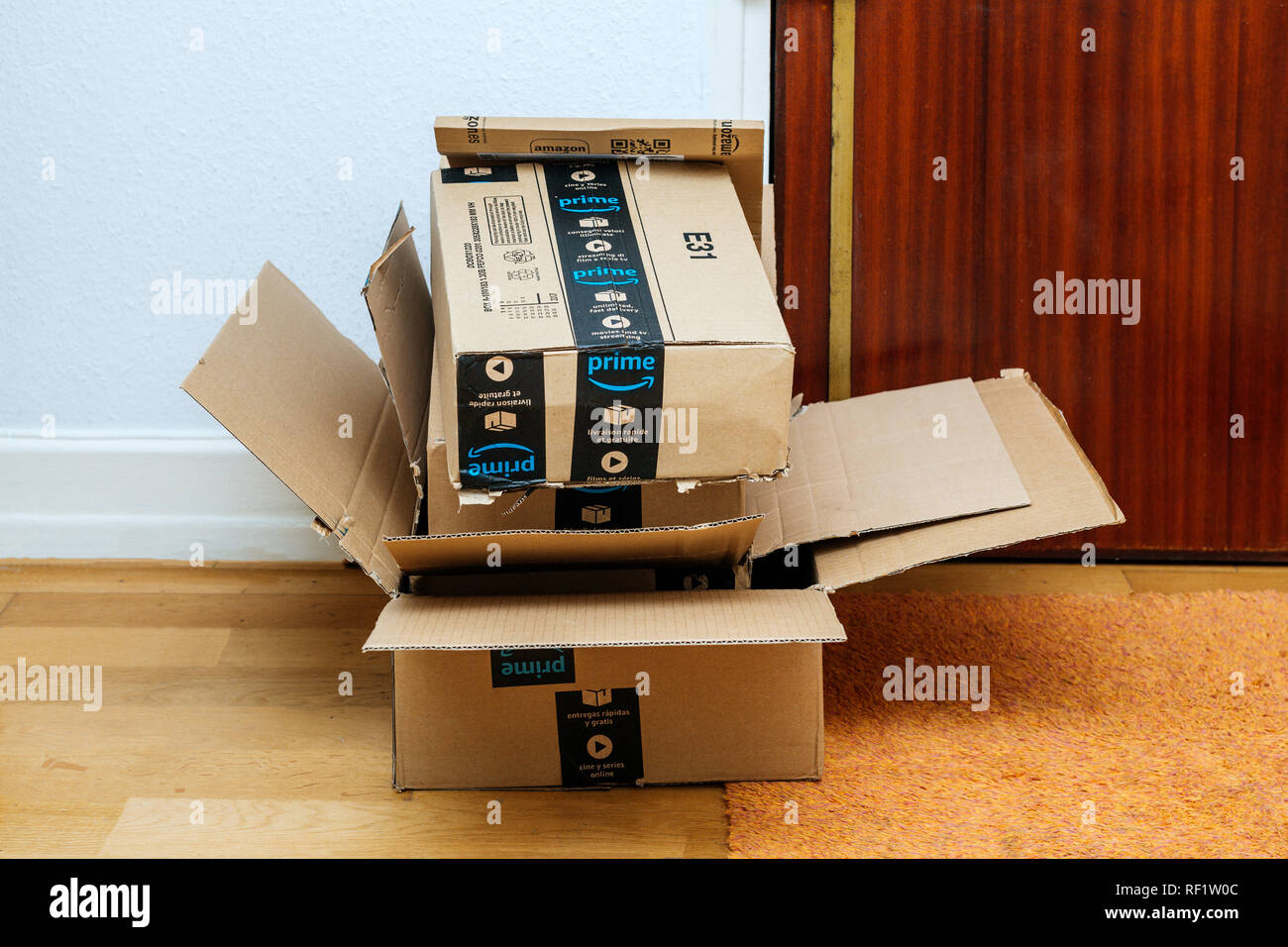 Amazon Usa Livraison France Amazon Boxes Shipped To A Home Stock Photos Amazon Boxes Shipped