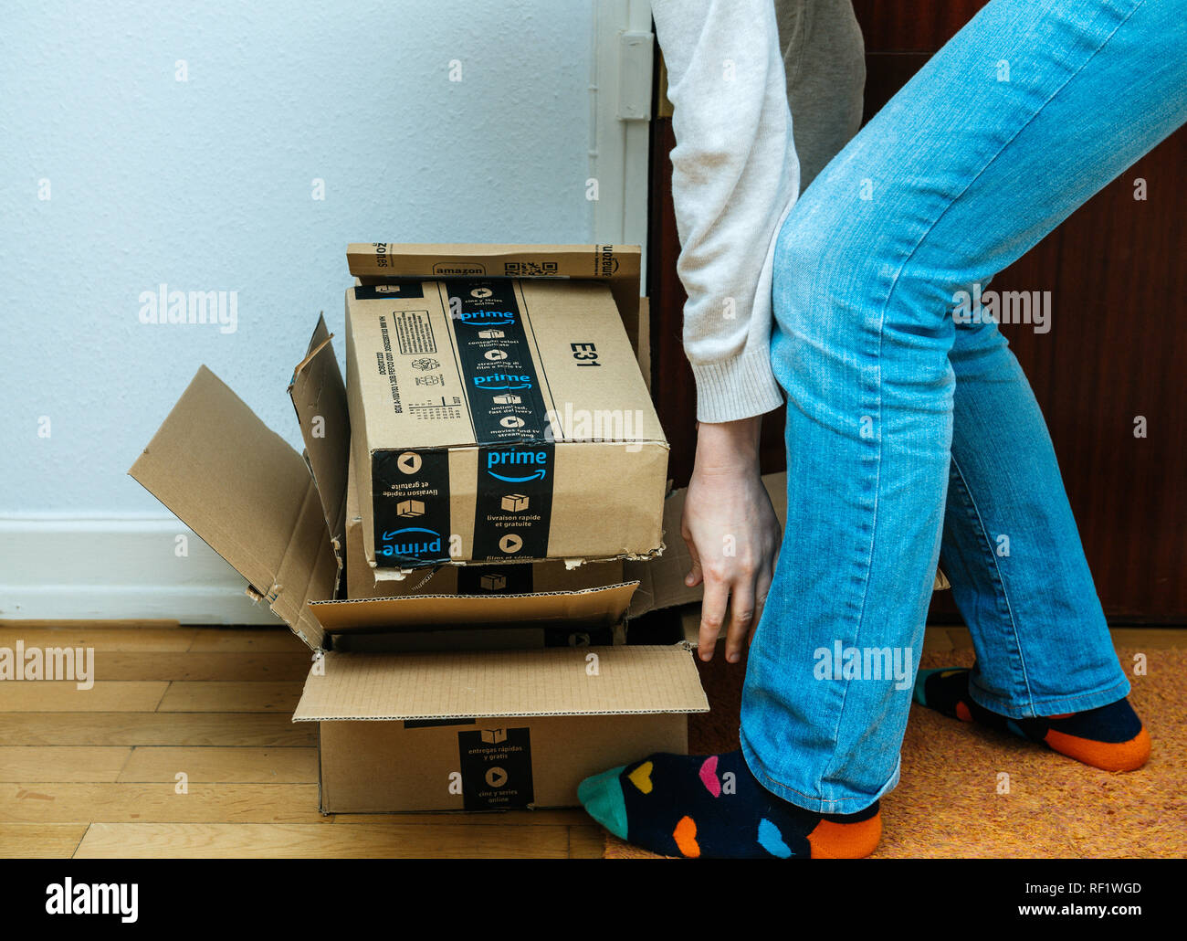 Amazon Usa Livraison France Amazon Boxes Door Stock Photos Amazon Boxes Door Stock Images