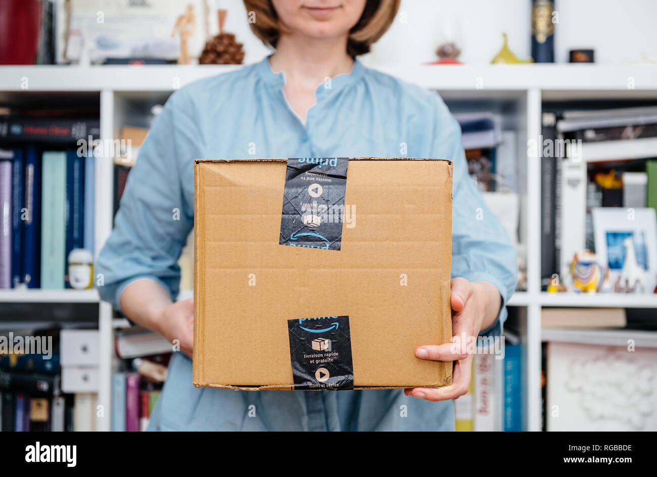Amazon Usa Livraison France Amazon Prime Package Stock Photos Amazon Prime Package Stock